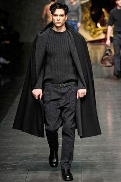CARRICK: Abrigo muy empleado en Francia y Alemania, de origen inglés. Especie de gaban muy holgado con una o varias esclavinas.