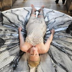 'Game of Thrones' star Gwendoline Christie has made it to the center of the biggest event in the fashion industry, Paris Fashion Week, by having an Iris van Herpen dress printed directly onto her body. Iris Van Herpen, Fashion Week Paris, 3d Fashion, Fashion Show, Fashion Design, Fashion Details, High Fashion, 3d Printed Dress, 3d Printing News