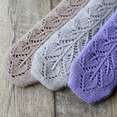 Ravelry: Frozen leaves mittens pattern by Tatyana Nosova Loom Knitting Patterns, Shawl Patterns, Knitting Stitches, Stitch Patterns, Knitting Tutorials, Free Knitting, Fingerless Mittens, Knit Mittens, Mitten Gloves