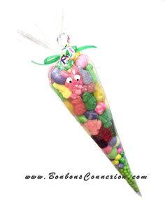 Large Easter candy cone is filled with 600g of sweet pleasure - Le cornet de bonbons géant est remplit de 600g de délicieux bonbons de Pâques.