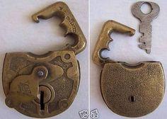 Unique Vintage Keys & Locks | knobs knockers door handles  marvelousfacts.blogspot.com