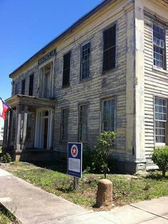 Historic Haunted Magnolia Hotel Seguin Texas, I used to live in a house right next to the Magnolia when I was a girl!