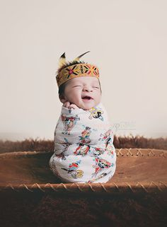 Our little bebe will be like Native American so it would be kind of ok Newborn Pictures, Baby Pictures, Baby Photos, Native American Children, Native American Indians, Native American Nursery, Baby Outfits, Beautiful Children, Beautiful Babies