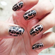 Crackled up!  #nailart #cracklenails #funnailart #animalprint #shattereffect #aftersolong #easypeasy #nailswag   @lakmeindia #golddust