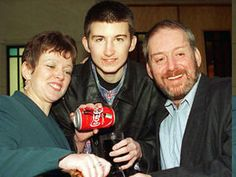 Stuart Donnelly won nearly $ 2.5 million. In 1997, he was 17 and he shared the winning jackpot of 25 million euro with other 12winners. Stuart was unable to properly arrange his life and in 2010 he died, he was 29 years old.Stuart Donell