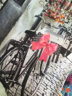 La t shirt perfetta per una romantica uscita in bici