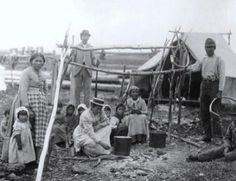 Innu family on Lac Saint Jean, Québec, no date or names Native American Genocide, Native American Music, Native American Photos, Native American Tribes, Native Americans, Quebec, Lac Saint Jean, Aboriginal People, Socialism