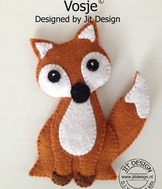 This felt craft fox begs to be made! He is very sweet looking! Fox Crafts, Animal Crafts, Yarn Crafts, Sewing Crafts, Sewing Projects, Fabric Animals, Felt Animals, Felt Fox, Wool Felt