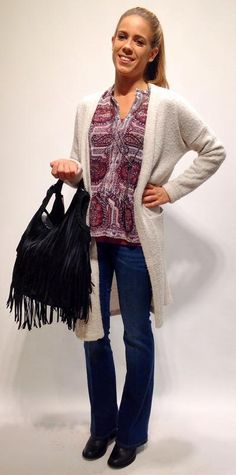das Comeback - Lange Zeit dominierte die Skinny-Jeans Runway und Straße, jetzt bekommt die Röhre Konkurrenz: Die Schlaghose feiert Ihr Comeback! Und das ist noch reichlich zurückhaltend ausgedrückt. Während der Fashion-Week brach in London eine wahre Schlaghosen-Begeisterung aus. Nicht nur die Models auf dem Catwalk trugen die weiten Retro-Modelle.