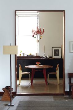Anita Calero's Chelsea Apartment: Kitchen Table (table and chairs by Jean Prouvé, a faux-coral chandelier, a porcelain candlestick by Ted Muehling and a photograph by Greg Cutler) Interior Desing, Home Interior, Interior Architecture, Interior And Exterior, Decoration Inspiration, Interior Inspiration, Decor Ideas, Sweet Home, Desk Layout