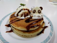 Panda pancakes. How cute is this? That panda just totally takes it to different level. I'd be sad to eat him.