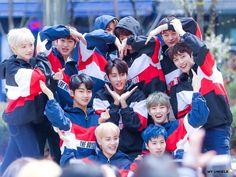 Kpop Girl Groups, Kpop Girls, Kim Sun, Chang Min, Fun Songs, Fandom, We The Best, Golden Child, Handsome Boys