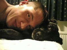 'Warrior' and 'Inception' actor Tom Hardy wants to put his dog's ashes in a pillow   Amy Andrews Gossip Girl   IrishCentral