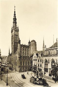 A collection of old postcards of Gdansk (Danzig) in Poland. Neoclassical Architecture, Renaissance Architecture, Architecture Old, Historical Architecture, Beautiful Architecture, Beautiful Buildings, Danzig, Berlin Alexanderplatz, Gdansk Poland