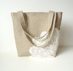 Linen Burlap Tote with Vintage Doily  por JuneberryStitches en Etsy, $42.00