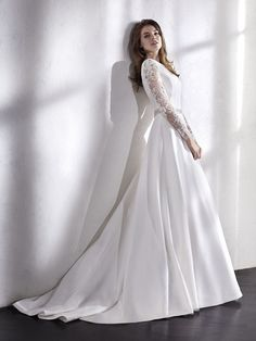 Add a touch of sparkle to your wedding day look with a beaded belt, like on LOEV. Bridal Gowns, Wedding Gowns, Wedding Day, Nice Dresses, Formal Dresses, House Dress, The Dress, Dream Dress, Bridal Collection