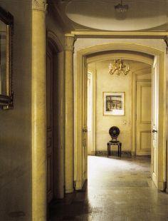 Clare & Tony White's Manhattan Pied-a-terre, Entrance Hall. World of Interior November 2013. Previously Melon White Townhouse
