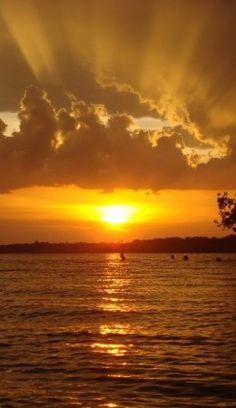 viagem-de-barco-no-rio-amazonas-por-do-sol