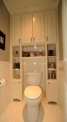 Great Bathroom Storage Solutions Built-ins surrounding toilet, to save usually wasted space. Great for small bathrooms/half baths.Built-ins surrounding toilet, to save usually wasted space. Great for small bathrooms/half baths. Bathroom Storage Solutions, Closet Solutions, Ideas Para Organizar, Traditional Bathroom, Traditional Toilets, Traditional Kitchens, Beautiful Bathrooms, Small Bathrooms, Modern Bathroom
