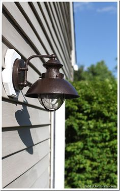 How-to-paint-a-rusted-outdoor-light-fixture