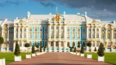 Due grandi città, due prospettive differenti da cui osservare una stessa realtà. San Pietroburgo, la città sull'acqua... Mosca, fiera e orgogliosa, vero cuore delle Russie, attraversata da grandiosi viali, ricca di chiese e splendidi palazzi e con il Cremlino, nucleo originario della città, che è un mondo a parte, tutto da scoprire.