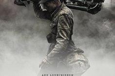 Syksyllä ensi-iltaan tulevan uuden Tuntematon sotilas -elokuvan juliste on julkaistu. Julisteessa Max Ovaskan näyttelemä Määttä kantaa konekiväärin jalustaa nousevan auringon säteiden valaistessa metsää.