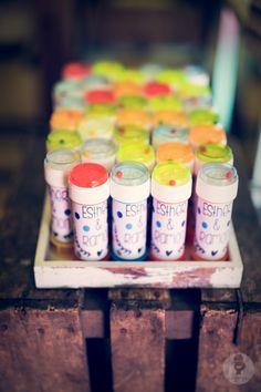 Una idea genial para que los #niños disfruten. Pomperos para #bodas.