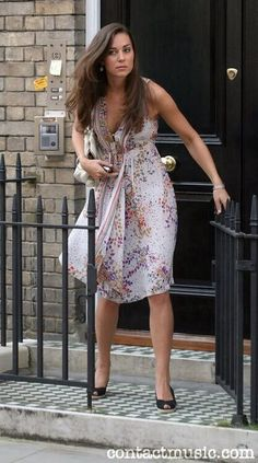 Kate Middleton leaving her Chelsea Flat on Old Church Street, July 2007 Kate Middleton Young, Kate Middleton Outfits, Middleton Family, Kate Middleton Prince William, Kate Middleton Style, Pippa Middleton, Prince William And Kate, William Kate, Princesa Real