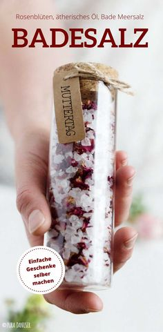 Mother's Day gift idea Simple and only need 5 minutes. Bath salt with rose petals . - Mother's Day gift idea Simple and only need 5 minutes. Bath salt with rose petals Mothersday – do it yourself for children and adults Diy Gifts Last Minute, Diy Father's Day Gifts, Diy Gifts For Kids, Father's Day Diy, Diy For Kids, Fathers Day Gifts, Mothers Day Crafts For Kids, Ideas Hogar, Mom Day