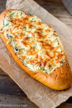 Spinach and Artichoke Stuffed Bread – Sprinkle Some Sugar Crispy, crusty french bread gets filled with an extra creamy spinach and artichoke dip. – Spinach and Artichoke Stuffed Bread Bread Appetizers, Appetizer Recipes, Super Bowl Appetizers, Dinner Recipes, Delicious Appetizers, Appetizer Ideas, Dip Recipes, Potato Recipes, Vegetable Recipes