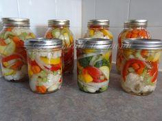 Ma santé au menu: Jardinière de légumes marinés Pickels, Marinade Sauce, Tapenade, Canning Recipes, Chutney, Diet Recipes, Food And Drink, Yummy Food, Favorite Recipes