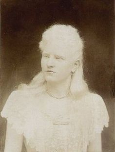 Miss Millie La Mar - Mind Reader (cabinet photo by Obermuller Son, New York) Nineteenth Century Images of Albinism Halloween Photos, Vintage Halloween, Melanism, Surreal Artwork, Victorian Hairstyles, Angels Among Us, Sheer Beauty, Vintage Images, People