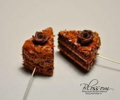 Great slices of cake tutorial from Blossom. Not in English but excellent photographs show every step.