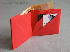 Useful Origami Wallet - http://www.ikuzoorigami.com/useful-origami-wallet/
