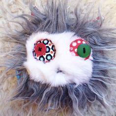Doudou chat punk à poils longs tout doux gris et blanc et coton étoiles