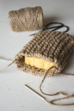 DIY Knit Twine Scrubbing Sponge — Cashmere & Plaid - Zero waste and plastic free tips Knitting Projects, Crochet Projects, Knitting Patterns, Craft Projects, Knitting Ideas, Photo Projects, Crochet Ideas, Project Ideas, Pot Mason Diy