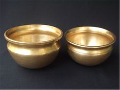 Tamil Nadu Antique bronze curry pots called vengalapannai  The Tamil Nadu counterparts have a lovely bowl like shape with narrow base and wide mouth.There is a grove between the main body of the cooking pot and the opening.This groove is designed for the hand grip and gives excellent aesthetic sense.The narrow base allows the flames of the fire stretch up to the full length of the pot giving the pot uniform heat for excellent cooking results.