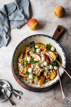 Peach Corn Caprese Couscous Salad | This Peach Corn Caprese Couscous Salad is an easy, refreshing summer favorite! thebeachhousekitchen.com @thebeachhousek #salad #summer #peaches #capresesalad #corn #easy #couscous Easy Healthy Recipes, Quick Easy Meals, Whole Food Recipes, Vegetarian Recipes, Couscous Salad Recipes, Healty Dinner, Italian Salad, Salad Ingredients, How To Make Salad