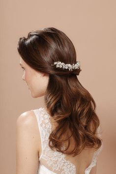 Pretty wedding hair! Comb by Justine M Couture
