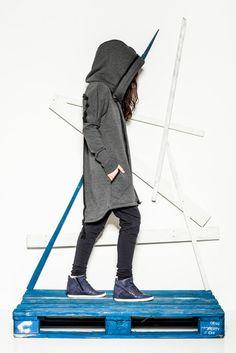 CUB navy blue pants and Urban Ninja sweatshirt/coat in dark grey #polishfashion #fashion #cub_wear #cub #urbanninja #ninja #cotton #natural #sport #city #look #Tshirt #girl #grey #navyblue