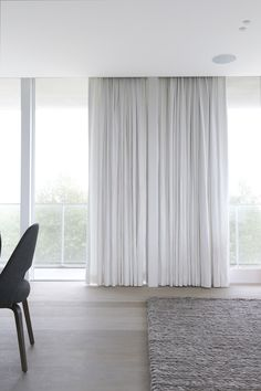 D - Window Coverings - White curtains for sliding doors option to use on the other windows or alternate with a white Venetian blind. Curtains Living, Modern Curtains, White Curtains, Curtains With Blinds, Drapes Curtains, Big Window Curtains, Curtain Panels, Drapery, Windows