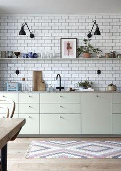 färg detaljer hem kök industri grönt vitt kakel