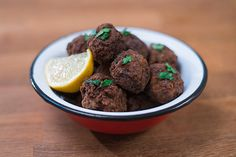 An all-star keftedes recipe, crispy on the outside, juicy on the inside. Try this packed with rich flavors and aromas meze. Portokalopita Recipe, Meze Platter, Greek Meatballs, Greek Dishes, Best Meat, Greek Recipes, Easy Recipes, Greek Salad, Food Porn
