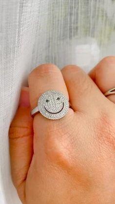 Trendy Jewelry, Jewelry Trends, Fine Jewelry, World Smile Day, Face Jewellery, Front Back Earrings, Face Earrings, Geometric Jewelry, Black Diamond