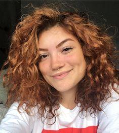 40 fotos de cabelo médio repicado para inspirar sua mudança de visual Short Curly Haircuts, Curly Hair Cuts, Girl Haircuts, Curly Hair Styles, Natural Hair Styles, Let Your Hair Down, Hair Photo, Bad Hair, Medium Hair Styles
