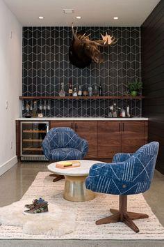 Design studio Regan Baker Design completed in 2016 Casual Hip, a modern beach home located in Marin County, California. Home Bar Decor, Home Decor Kitchen, Bar Home, Kitchen Ideas, Deco Design, Küchen Design, Design Ideas, Deco Boheme Chic, Living Room Bar