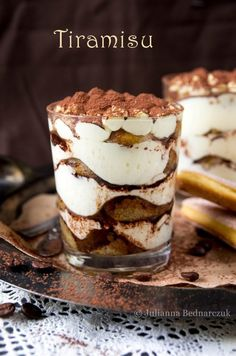 Tiramisu w pucharkach Yummy Treats, Yummy Food, Fancy Dishes, Cake Recipes, Dessert Recipes, Tiramisu Recipe, Cookie Desserts, Love Food, Breakfast Recipes