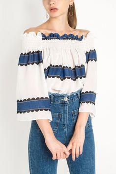 #ruffle #offshoulder #maykool #bloggerstyle #cutetop #outfit #fashion