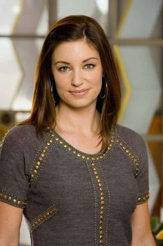 Picture: Bianca Kajlich on CBS's 'Rules of Engagement.' Pic is in a photo gallery for Bianca Kajlich featuring 9 pictures. Bianca Kajlich, Beautiful People, Beautiful Women, Rules Of Engagement, Pure Beauty, Girls Wear, Celebrity Crush, Medium Hair Styles, Celebs