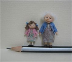 48th Scale Dolls. Gran and Granddaughter.